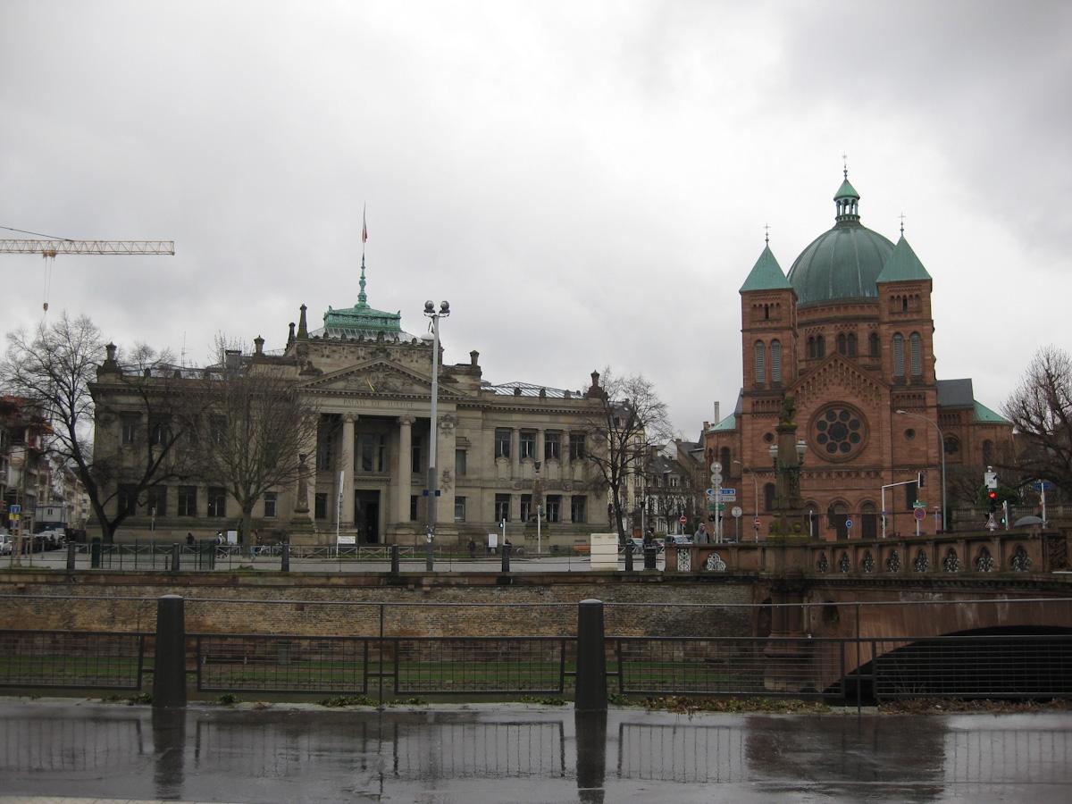 Palais Justice avec Saint Pierre Jeune
