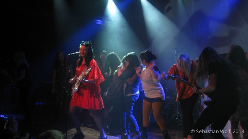 Kate Nash invites girls from crowd